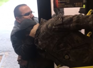Агрессор, избивший пьяного деда в автобусе, возмутил волжан