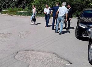 Депутат добился ремонт дорог на подконтрольной территории, чтобы с комфортом ездить на Toyota Camry
