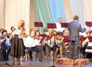 Особую программу на закрытие сезона подготовили сотрудники центра «Октябрь» в Волжском