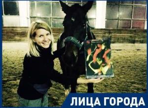 Мой конь рисует прекрасные картины, играет в футбол и волейбол, - волжанка
