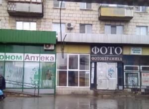 Оголенный провод в 12 микрорайоне вызвал панику у прохожих в Волжском