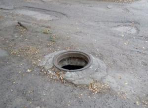 Открытый канализационный люк угрожает жизням волжан
