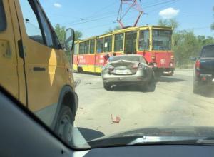 Комбо: трамвай, «легковушка» и маршрутка столкнулись в Волжском