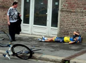 В Волжском вырубили  велосипедиста