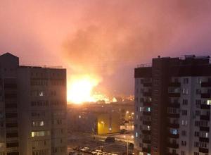 Дом и автомобиль сгорели при пожаре в Волжском