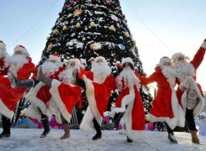 На грандиозное лазерное шоу, концерт Мороза и веселые пляски пригласили волжан в новогоднюю ночь