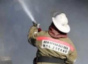 Хозпостройка на дачном участке сгорела дотла в Волжском