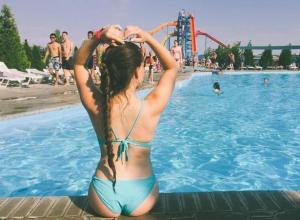 Топ-5 пляжных поз девушек из Волжского