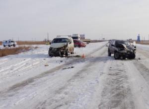 Крупная авария на трассе под Волжским: «Нива» протаранила «Тойоту»
