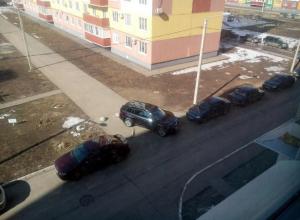 Автохам закрыл пожарный проезд во дворе, - волжанин