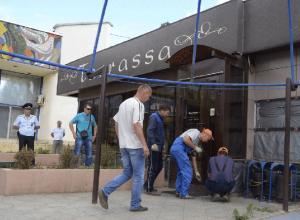 Приставы приступили к сносу кафе Terrassa в Волжском