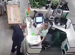 Появилось видео, как Масленников покупает пакеты в строительном магазине Волжского