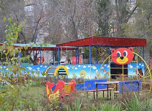 В детских садиках Волжского начали собирать подписи против нового производства карбамата