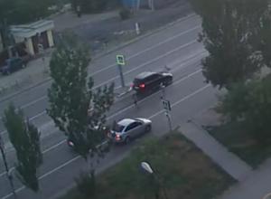 Видео: водитель Volkswagen Touareg снес 9-летнего ребенка в Волжском