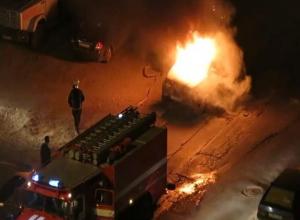 Поздно ночью в Волжском по неизвестной причине загорелся «УАЗ Patriot»