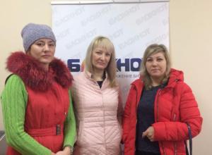 Родители заступились за воспитательницу, уличенную в фотосете в Волжском