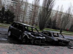 Неизвестные специально сожгли четыре автомобиля в Волжском
