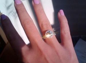 Администратор ювелирки вымогал деньги у волжанки за доставку кольца