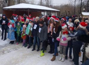 Деды Морозы устроили массовый забег в парке ВГС в Волжском