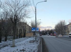 Надоевшую рекламу гостиницы наконец убрали в Волжском