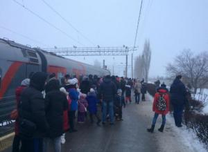 Пройти через толпу в поезд-музей с ребенком не реально, - волжанин
