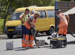 Халтурно сделанную улицу Александрова заставили переделывать подрядчика в Волжском