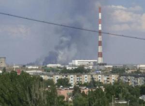 Высокие столбы черного дыма в Волжском напугали горожан