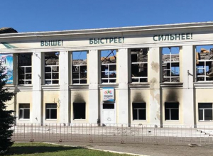 Администрация Волжского бросила сгоревшее здание Центрального стадиона