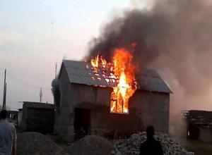 В Ленинске вспыхнул дом в Страстную пятницу