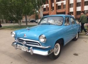 Ретро-автомобили в Волжском: выставка советской техники к 9 мая