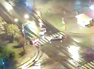 На видео попал гонщик, снесший встречный автомобиль в Волжском