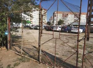Волжан попросили поддержать местных водителей с проблемой парковки
