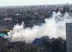 Горящая баня на Рабочем накрыла дымовой завесой микрорайон в Волжском