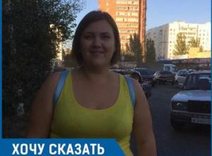 Вместо того, чтобы сделать нормальную внутриквартальную дорогу в 26 микрорайоне, власти перекрыли проезд, - волжанка Ирина Ляхова
