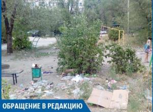Детская площадка превратилась в свалку из мусора, - волжанка