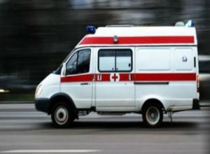 В Волжском «Газель» врезалась в брошенную на проезжей части иномарку