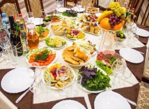 Мясо для бруталов и сладости для неженок: в кафе «ЭтО» любой найдет блюдо для себя