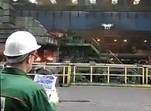 В цех трубного завода в Волжском запустили дрон для съемок экшн-ролика