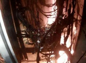 Огонь разбушевался в электрощитке в волжской многоэтажке