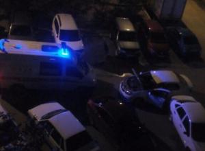 Таксист разыграл трагедию с поломкой авто, не пропустив машину скорой помощи в Волжском