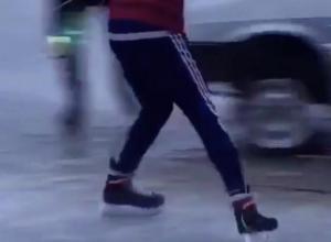 Изобретательные экстремалы устроили шорт-трек на тонком льду в Волжском