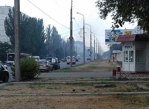 Пожар разгорелся рядом с храмом Серафима Саровского в Волжском