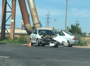 33-летняя автоледи пострадала в аварии на перекрестке в Волжском