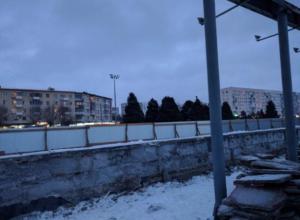 Трибуну на площади Ленина в Волжском снесут ради клумб и лавочек