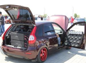 Шум и гам: в Волжский на Чемпионат по автозвуку пригнали десятки машин