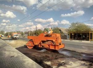 В Волжском заканчивают ремонт дороги на улице Молодогвардейцев