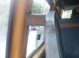 Опасная маршрутка с деревянными деталями возмутила волжан
