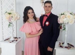 Друзья поздравляют семью Бельченко с днем свадьбы