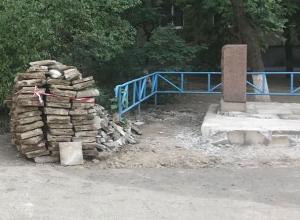 Монумент в 9 микрорайоне раздолбали и бросили, - волжанка