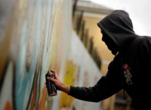 Волжские вандалы нарисовали граффити на 45 миллионов рублей